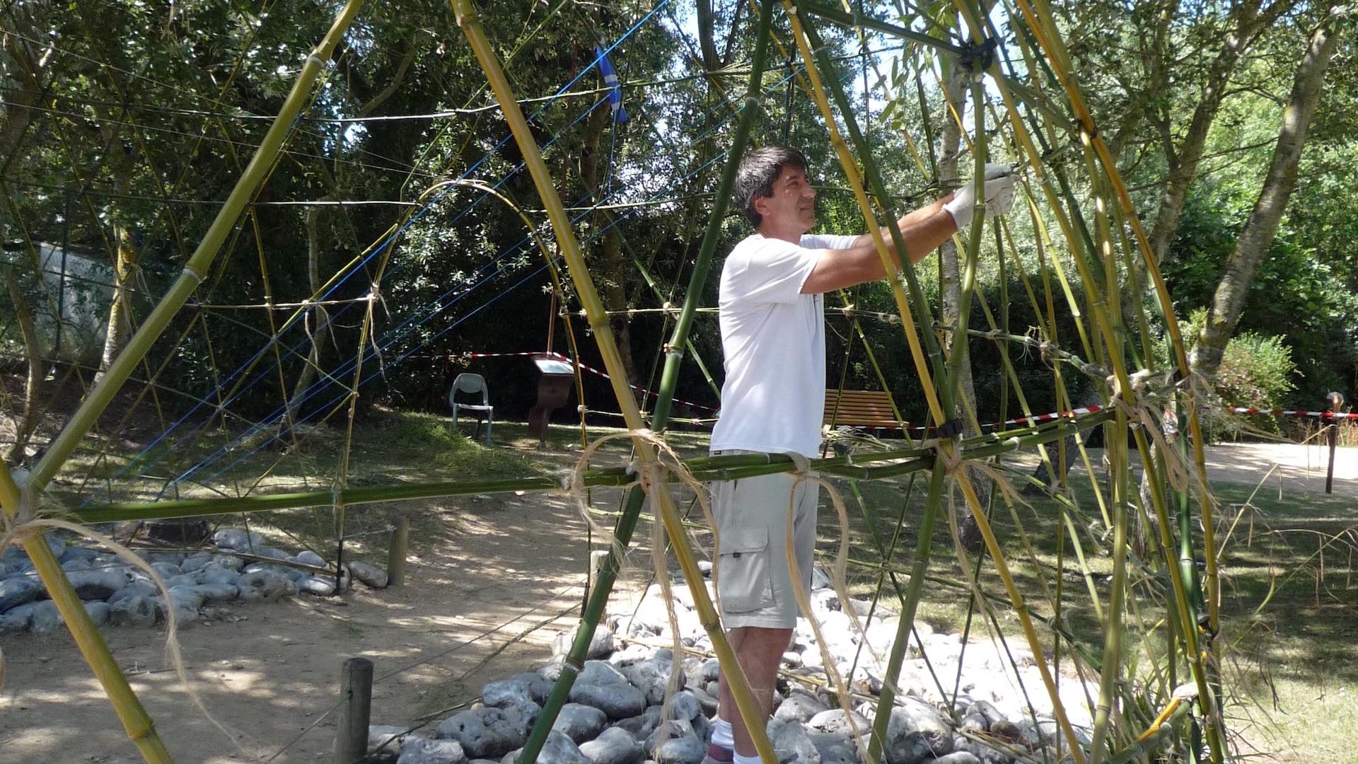 bamboo igloo Alejandro Guzzetti Land Art