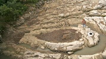 Land Art Alejandro Guzzetti Fish in the river