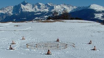 Environmental Art Alejandro Guzzetti Yogi on snow